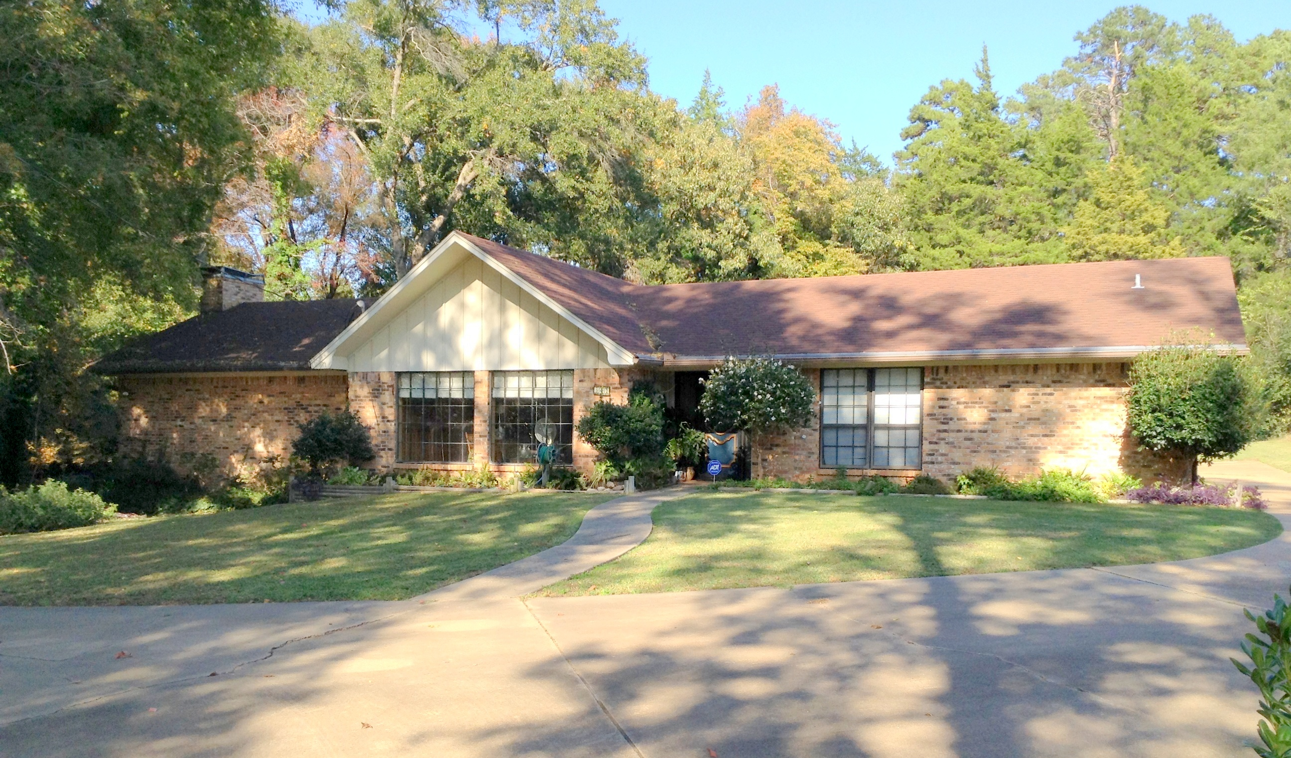 e tx 229k custom features galore 4br connects golf course